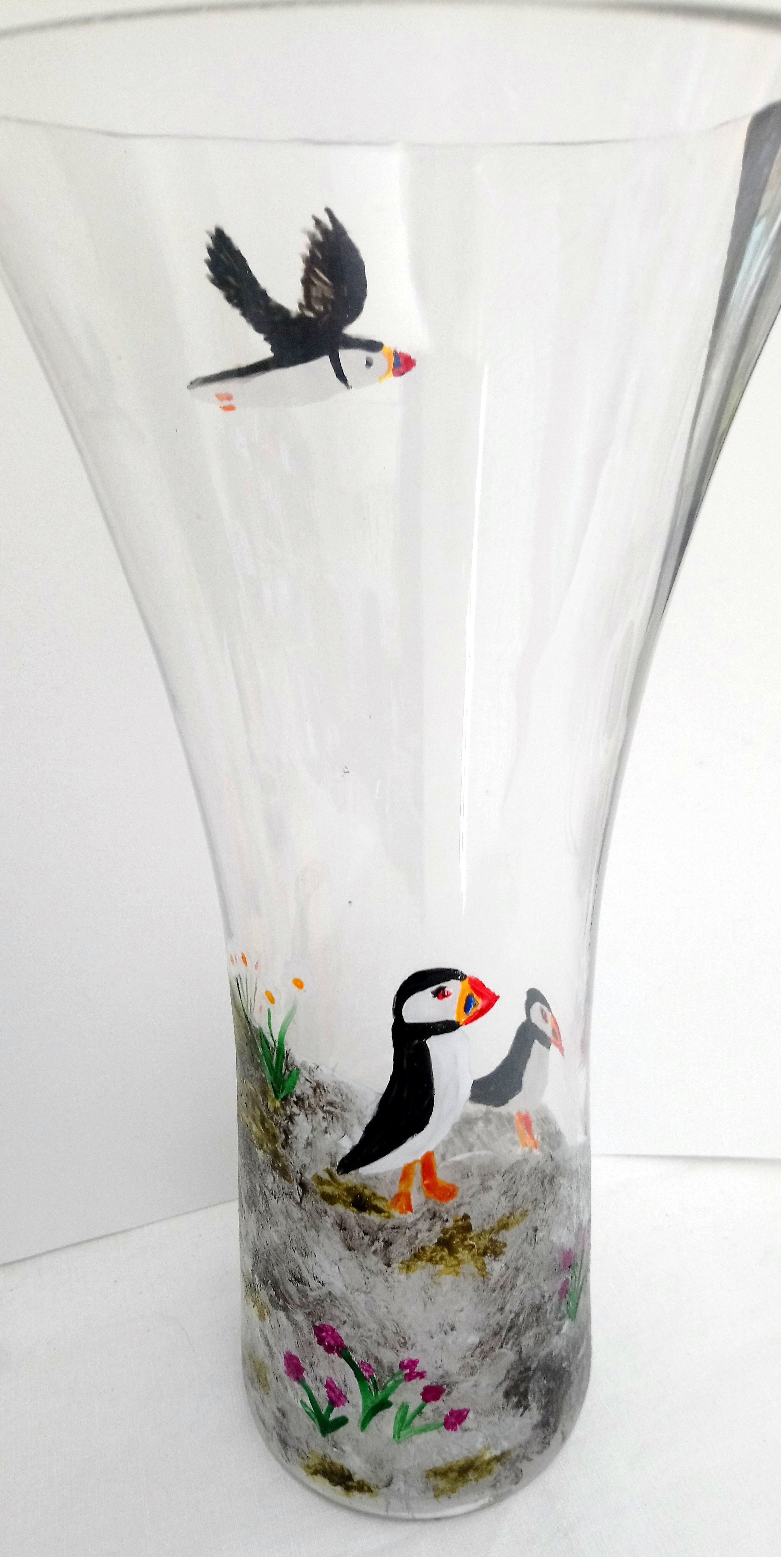 A glass vase with puffins on a cliff, an original glass painting